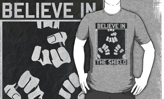 The Shield - Vintage Fist Poster T-Shirt