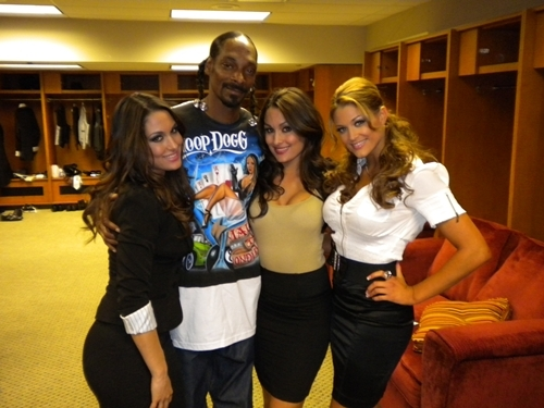 Snoop Dogg to guest host RAW